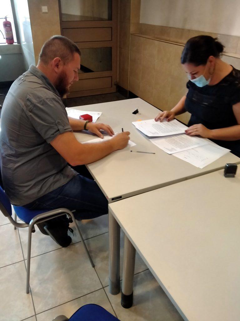 """Stowarzyszenie """"Helenów Bez Granic"""" podpisało umowę z UMWŁ"""